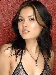 Maria Ozawa goes totally solo girl