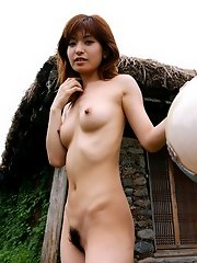 Kinky An Naba is naked when she is at home