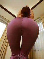Sugayama Karen hot flexible model shows off