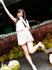 Cute and innocent Japanese av idol Mako Kadokura shows her sweet naked body