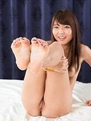 Stunning pervert Shino Aoi decides to suck on her own tasty toes on camera