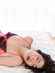 Ryu Enami sucks on her own toes, gets fingered, gets her arches covered in cum