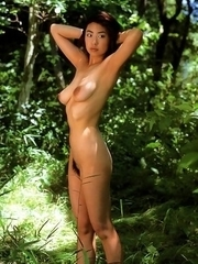 Naoko Inoue exposes nude curves on rocks and in the river