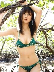 Ayaka Komatsu Asian chooses nature to expose her generous cans