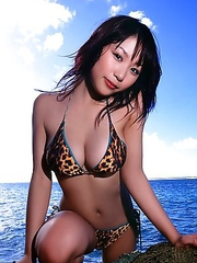 Mai Nishida is so happy to feel sun light on her sexy body