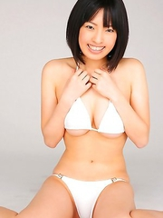 An Mashiro shows sexy curves in white lingerie for pics